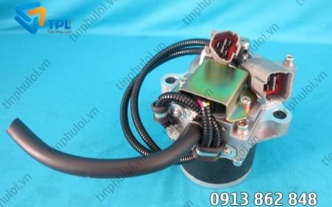 Motor ga máy xúc PC800-6 - tinphuloi.vn